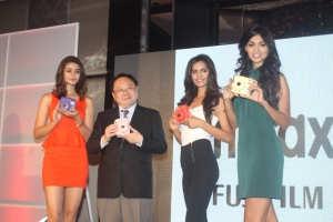 Aditi Arya - Winner, Mr Yasunobu Nishiyama San, MD, Fujifilm India, 1st runner-up Aafreen Rachel Vaz, 2nd Vartika Singh