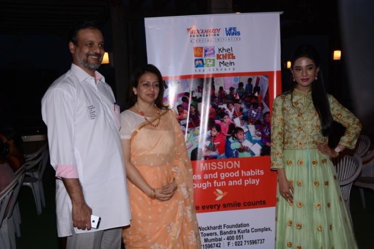 actress-amrita-rao-with-sir-dr-huz-dr-huzaifa-khorakiwala-trustee-and-ceo-wockhardt-foundation-and-mrs-samina-khorakiwala-ceo-khel-khel-mein-at-the-annual-day-celebrati