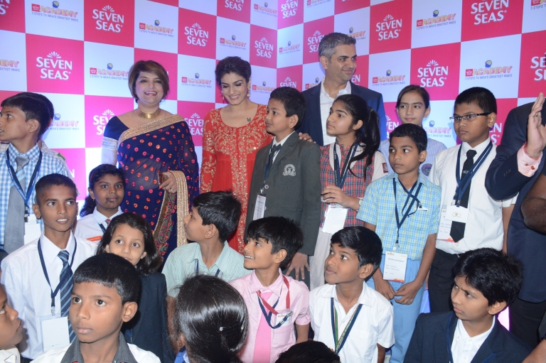 raveena-tandon-comes-in-support-of-seven-seas-academy-an-initiative-aiming-to-create-awareness-about-brain-development-among-children-1