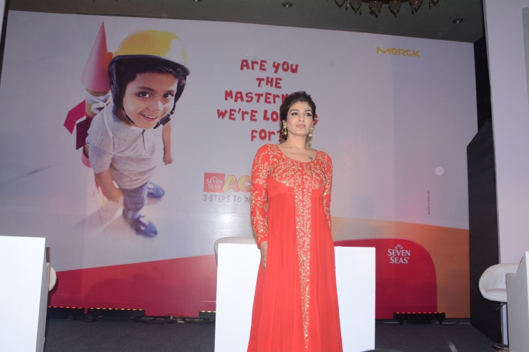 raveena-tandon-comes-in-support-of-seven-seas-academy-an-initiative-aiming-to-create-awareness-about-brain-development-among-children-2