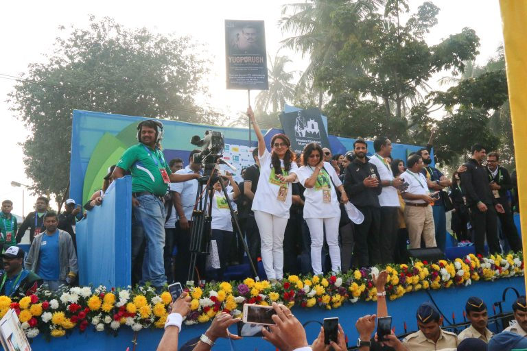 Renowned Actress Juhi Chawla applauding the SRLC Contigent from thr SCMM VIP Stage
