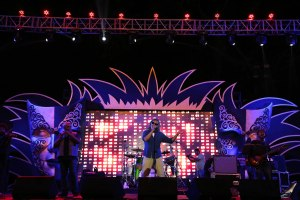 lucky-ali-performing-at-the-kingfisher-ultra-indian-derby-1