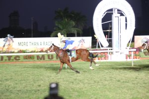 night-race-at-the-kingfisher-ultra-pre-derby-celebration