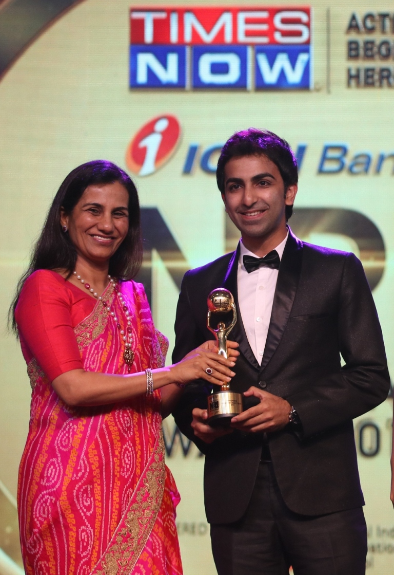 Snooker Player Pankaj Advani won the Global Indian Award in the Sports Category at NRI of the Year Awards 2017 in Mumbai.jpg