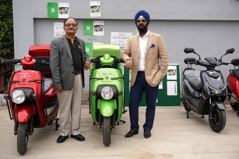 Picture 2 - Mr. K. B. Nagaraju, CEO, Big Basket and Capt Gurvinder Singh, Director, Li-Ions Elektrik Solutions Pvt. Ltd..jpg